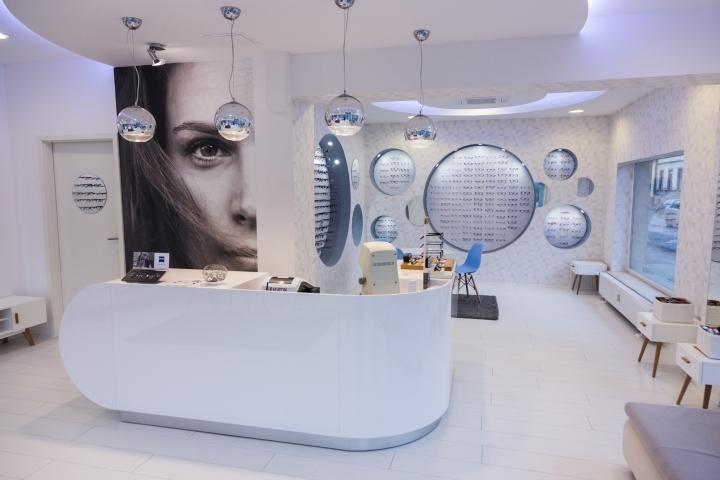 Дизайн магазина оптики: белая кассовая стойка - Фото 2
