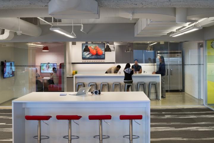 Дизайн маленького офиса от Kamus + Keller Interiors | Architecture в Калифорнии: белый островок
