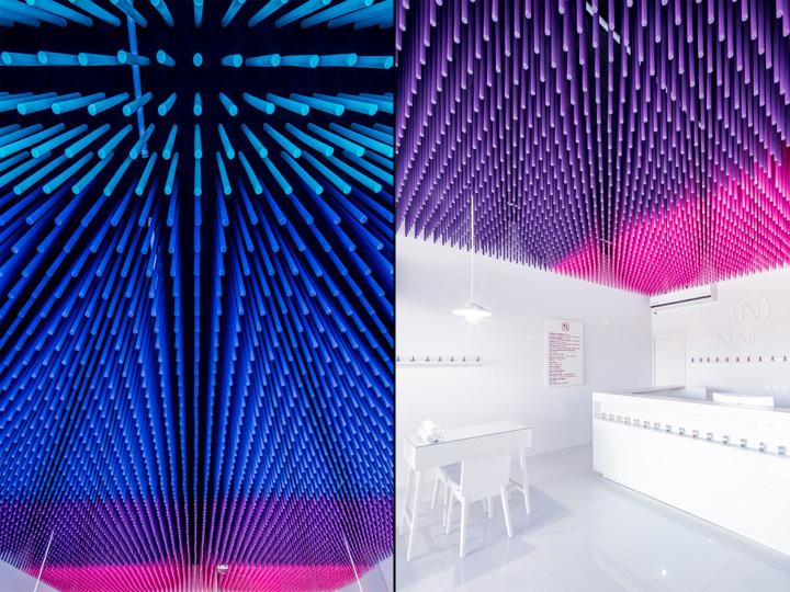 Дизайн маникюрного салона: несколько тысяч деревянных палочек на потолке