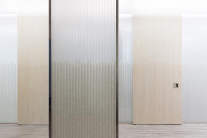 Дизайн медицинского учреждения: цветовое решение дверей и стен