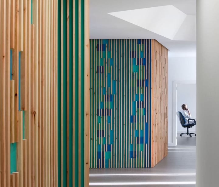 Необычные яркие стены в интерьере медицинского офиса - Фото 2