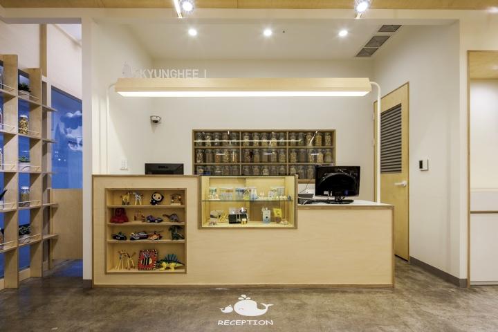 Дизайн справочной стойки в интерьере клиники