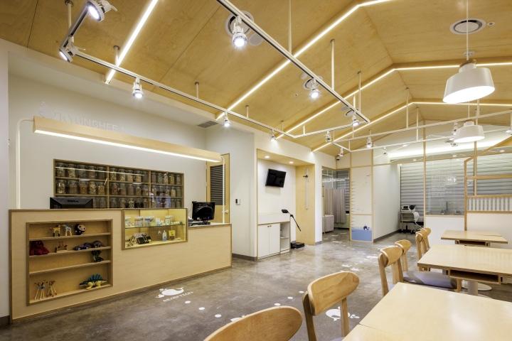 Светлый интерьер клиники