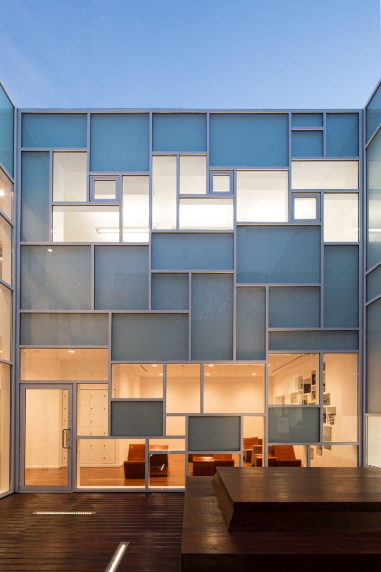 Дизайн музея FOAM: абстрактные окна