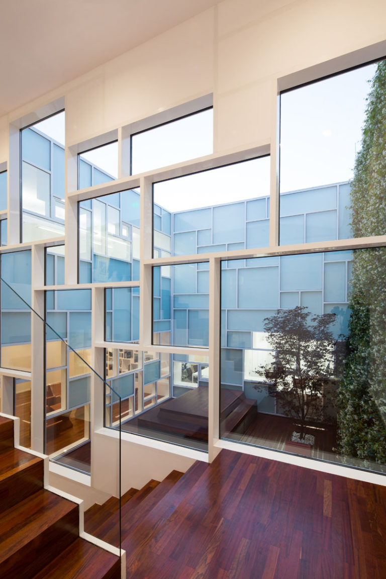 Дизайн музея FOAM: дерево в тёплых тонах