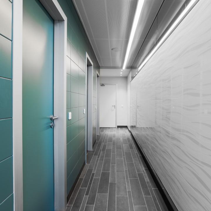 Светлый интерьер офиса банка