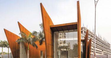 Дизайн офиса из стали в форме подковы
