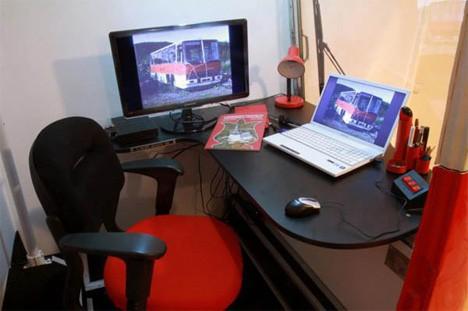 Дизайн офисного рабочего места: угловой стол внутри кабины