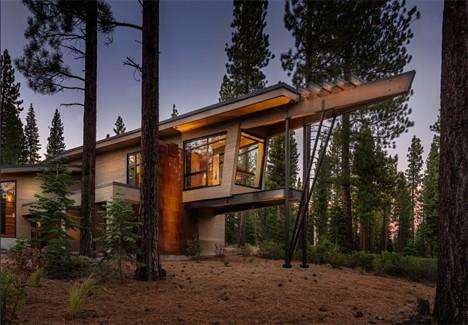 Дизайн офисного рабочего места: поднятое крыло дома