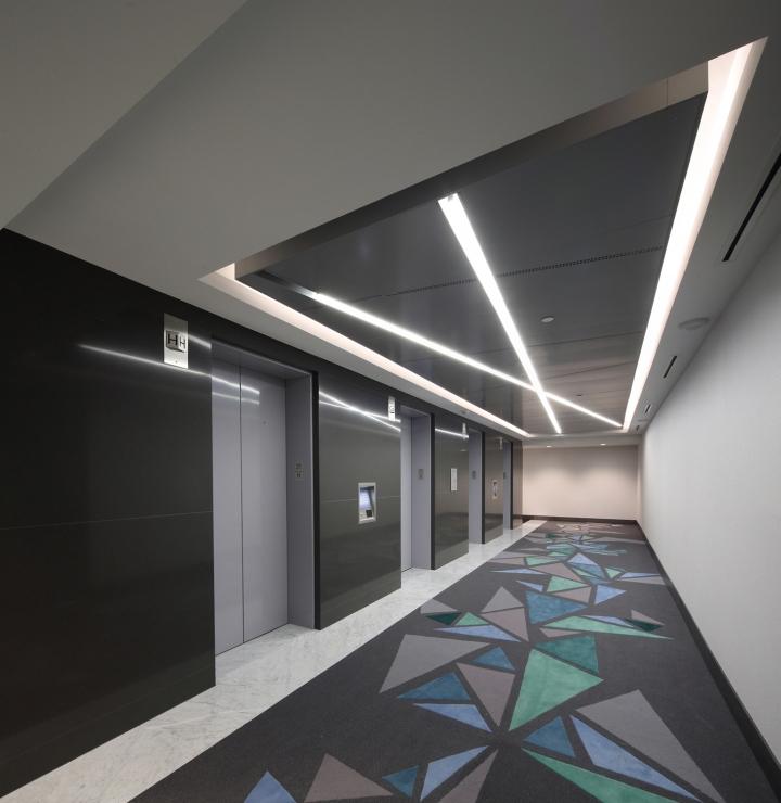 Дизайн освещения офиса от MCM Interiors в Ванкувере - лифтовое помещение