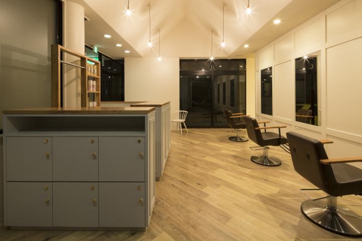 Дизайн парикмахерской: шкафчики для хранения вещей