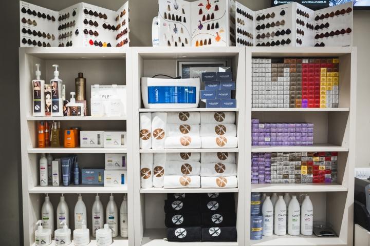 Белая мебель в дизайне парикмахерской