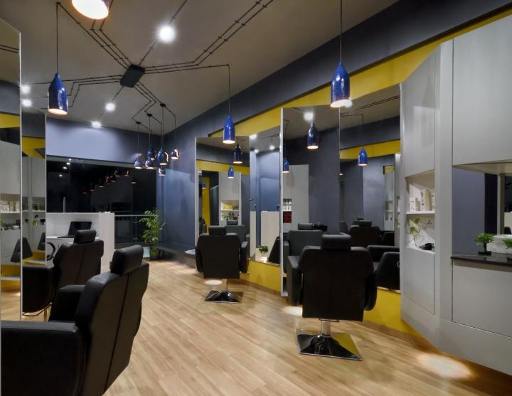 Большие зеркала в дизайне парикмахерской