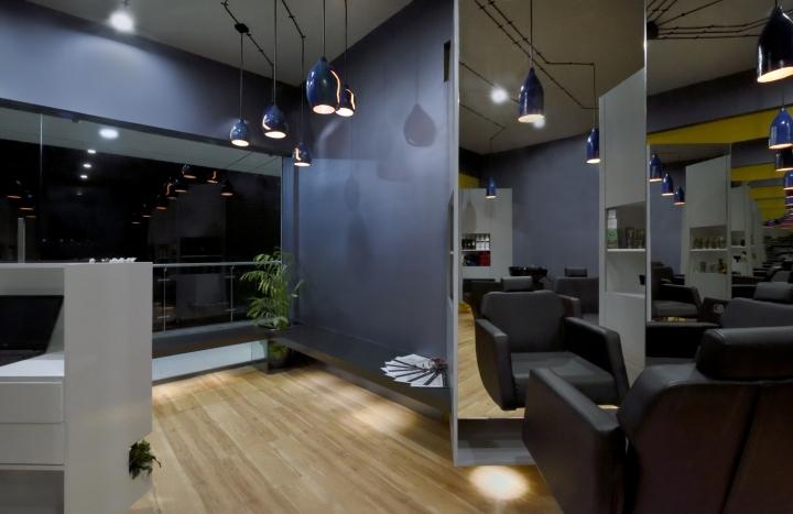Серые стены в дизайне парикмахерской