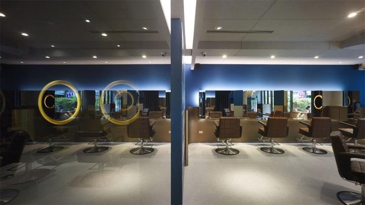 Дизайн парикмахерской: VIP-зоны скрыта за черным стеклом