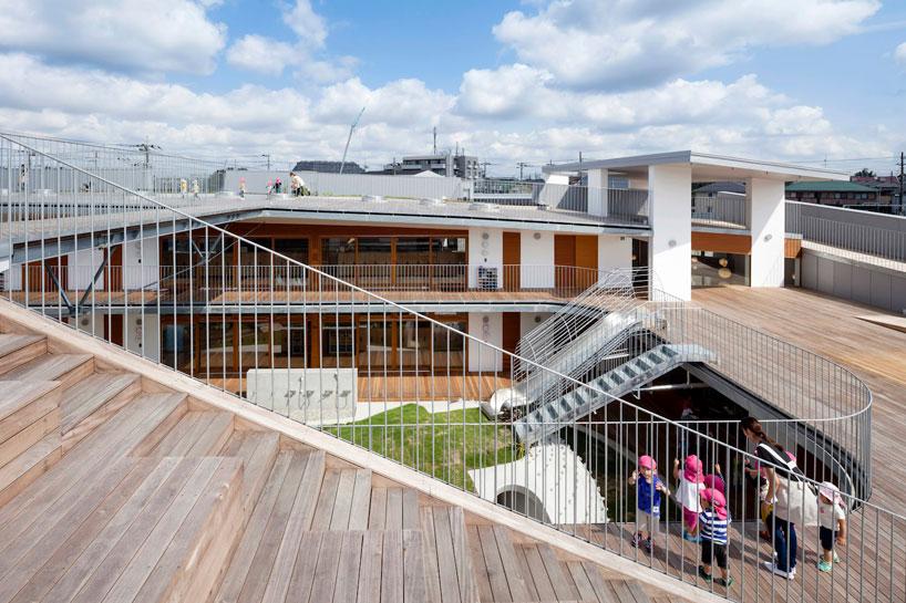 Деревянная лестница в дизайне детского сада