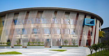 Как привести в жизнь дизайн проект детского сада в заброшенном финансовом центре?