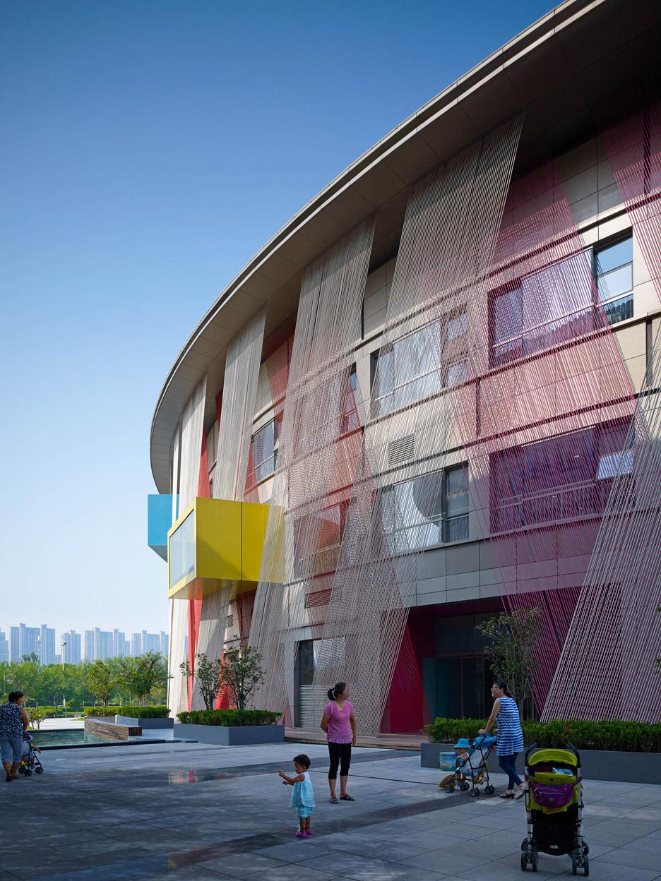 Необычный дизайн фасада детского сада - Фото 1