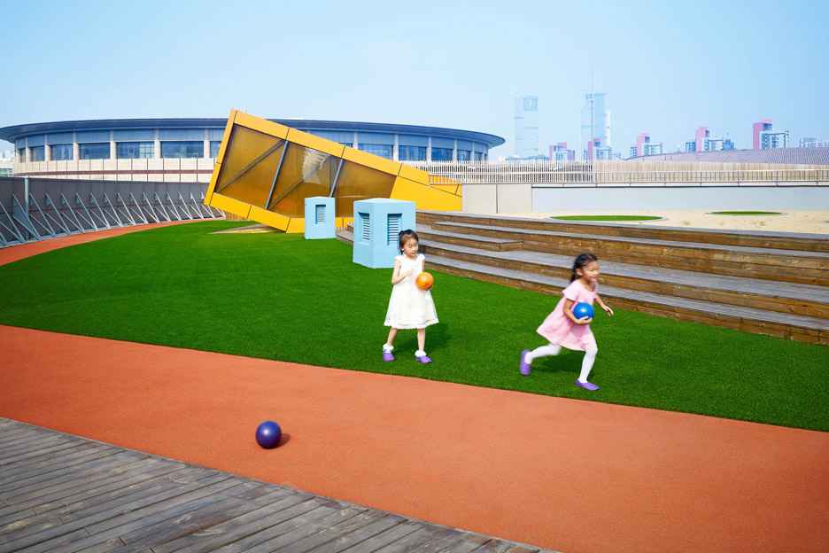Беговая дорожка на крыше детского сада
