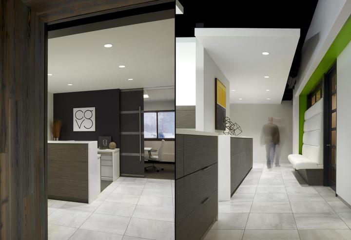 Дизайн-проект офиса в Иллиноисе, США: вид из коридора
