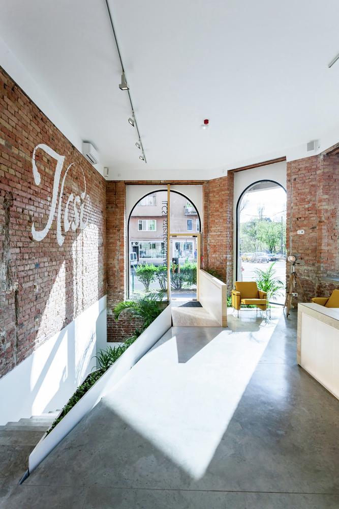 Кирпичные стены в дизайне салона красоты