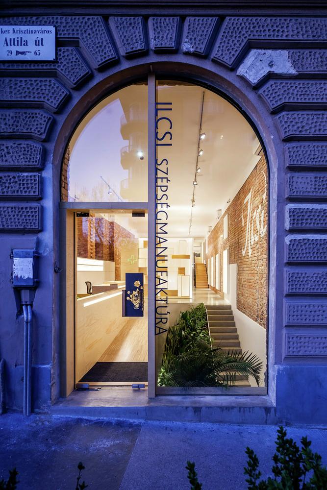 Большие окна в дизайне салона красоты