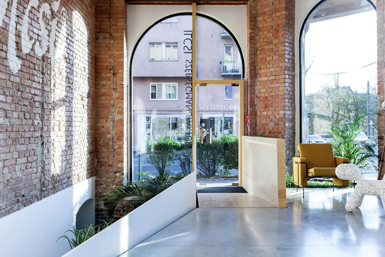 Панорамные окна в дизайне салона красоты
