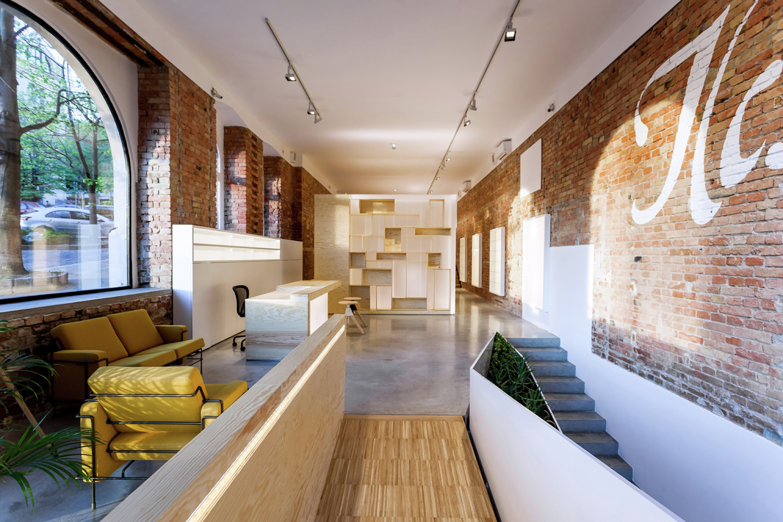 Белые потолок в дизайне салона красоты