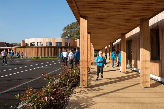 Дизайн школы: фото в утреннее время