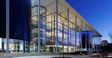Дизайн школы менеджмента Edward P. Evans Hall: фасад