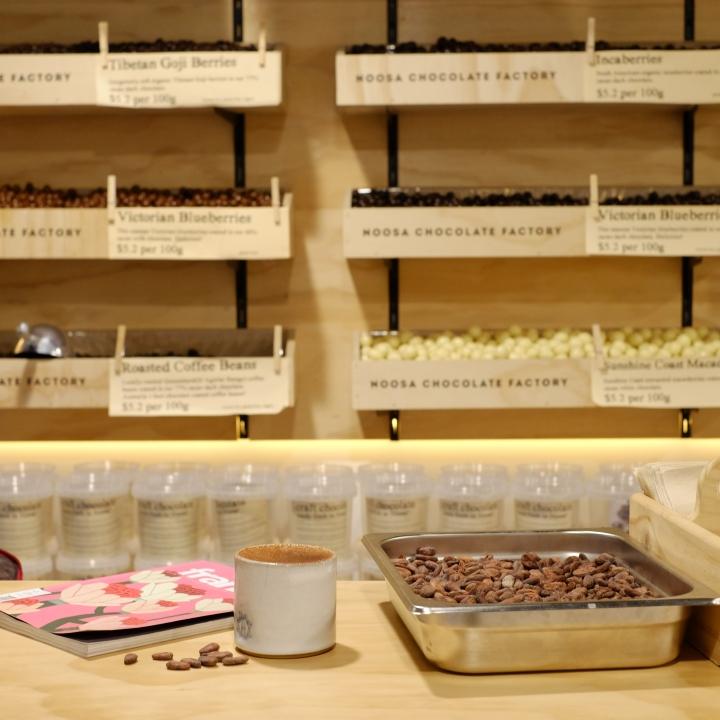 Дизайн фабрики шоколада – Стойка с товаром