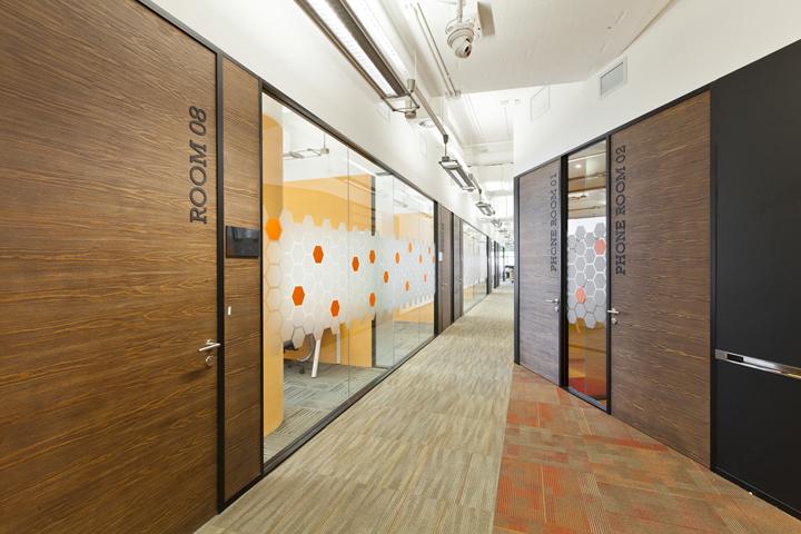 Просторные коридоры в дизайне штаб-квартиры Cyberport Smart-Space
