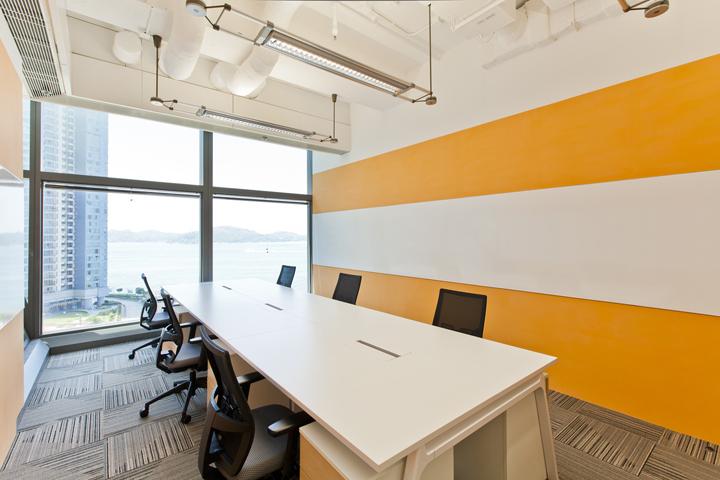 Дизайн штаб-квартиры Smart Space: комната для переговоров