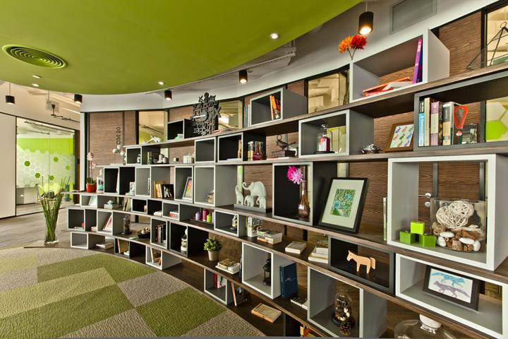 Полки с декором в дизайне штаб-квартире Cyberport Smart-Space