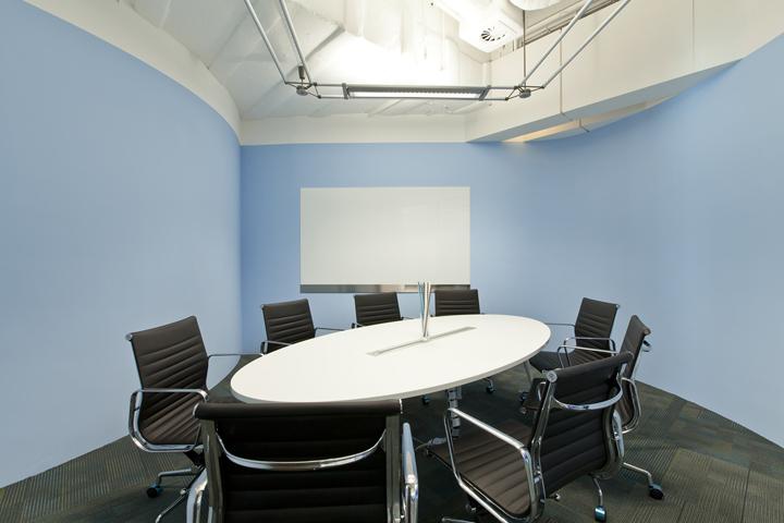 Небесный дизайн зала для переговоров штаб-квартиры Smart Space