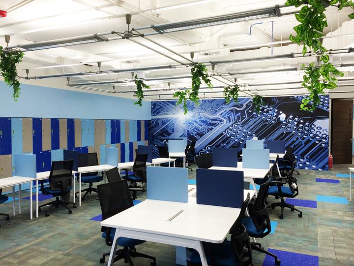 Синий зал для работы в дизайне штаб-квартиры Smart Space