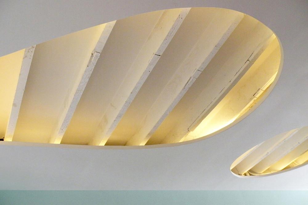 Дизайн спа-салона: подсветка встроенная в потолок