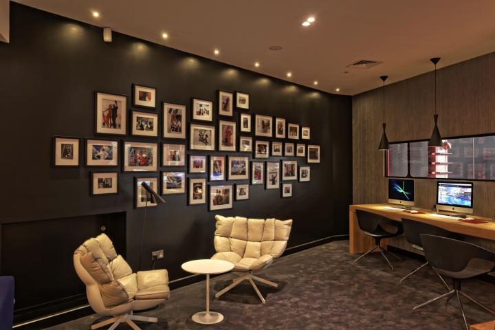 Дизайн спортивного клуба в Великобритании: удобные мягкие кресла