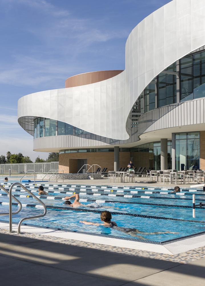 Дизайн спортивного комплекса – Бассейн на открытом воздухе