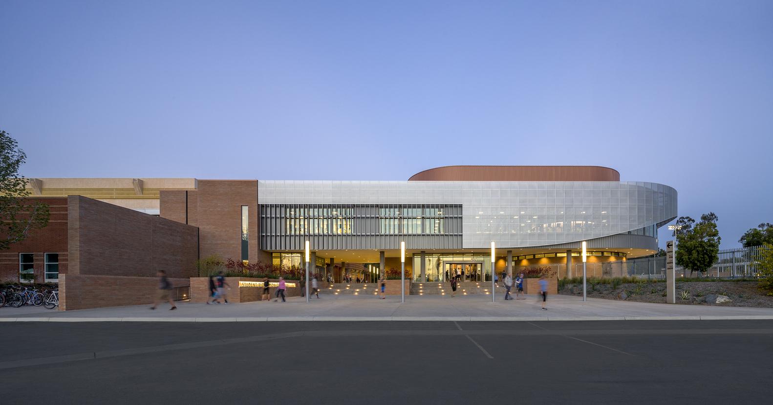 Дизайн спортивного комплекса – Фото снаружи