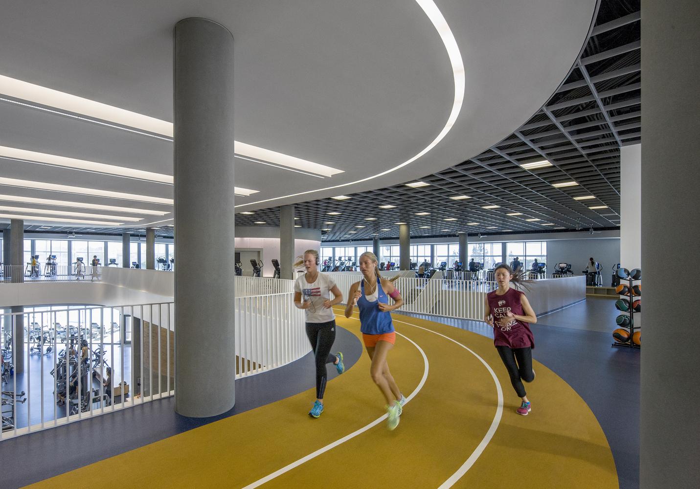 Дизайн спортивного комплекса – Пробежка на втором этаже