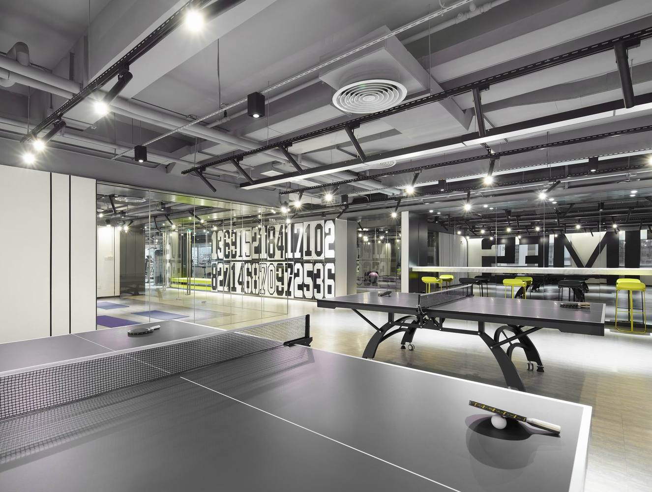 Дизайн спортивного центра – стол для настольного тенниса