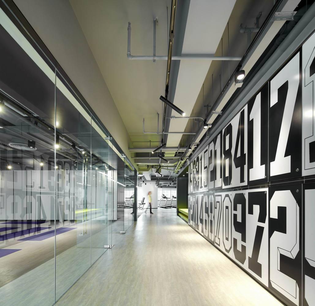 Дизайн спортивного центра – Зал, ведущий в тренажёрную студию