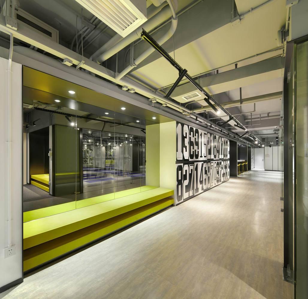Дизайн спортивного центра – Зеркала с подсветкой