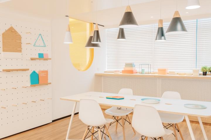 Дизайн стоматологической клиники: закругленные окна в стенах