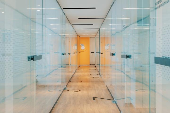 Дизайн стоматологической клиники: оформление коридоров - фото 3