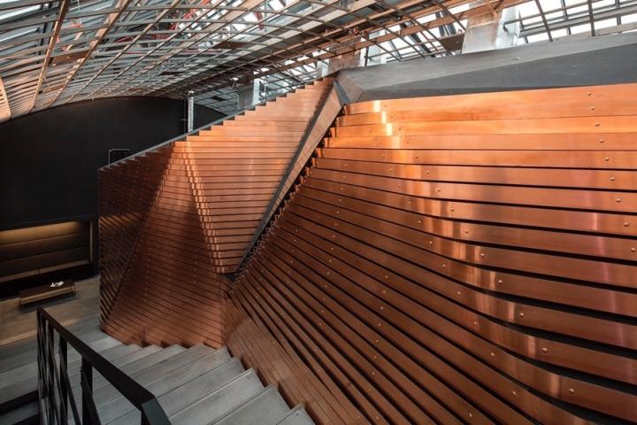 Дизайн лестницы в студии звукозаписи Red Bull