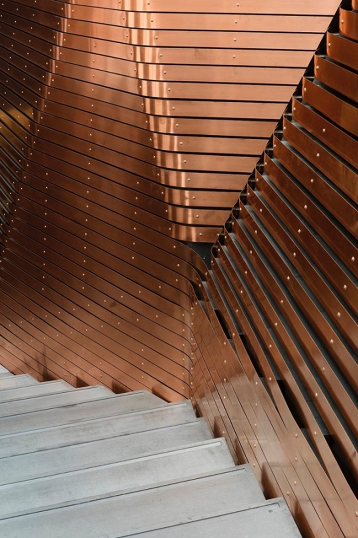 Дизайн блестящего покрытия стен студии звукозаписи Red Bull