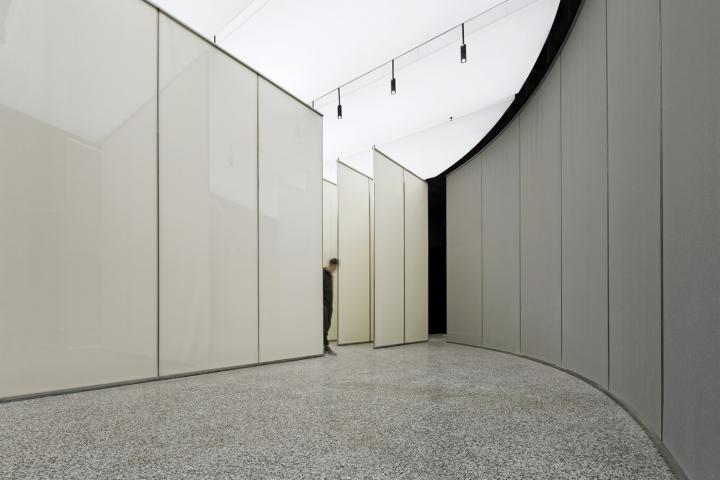 Интерьер выставочного зала в Китае - ширмы из тонкой ткани