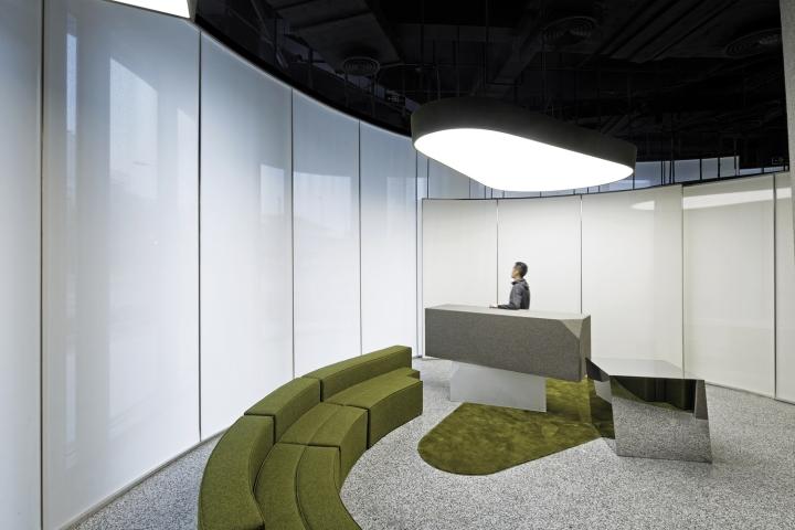Интерьер выставочного зала в Китае - световое пятно на потолке. Фото 2